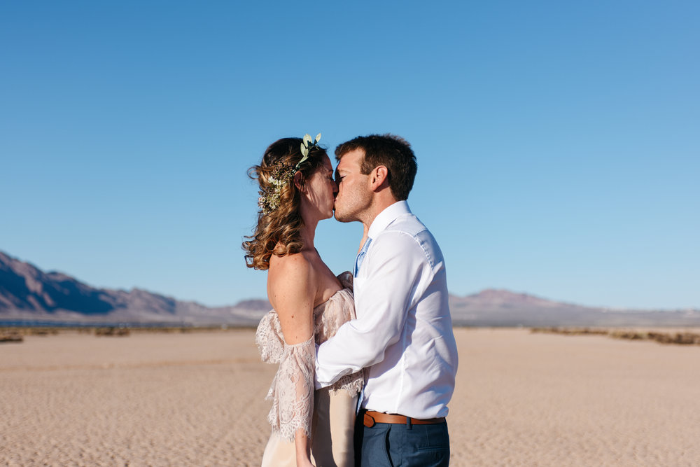 pop up wedding elopement photography las vegas wedding photography ashley marie meyrs-64 copy.jpg