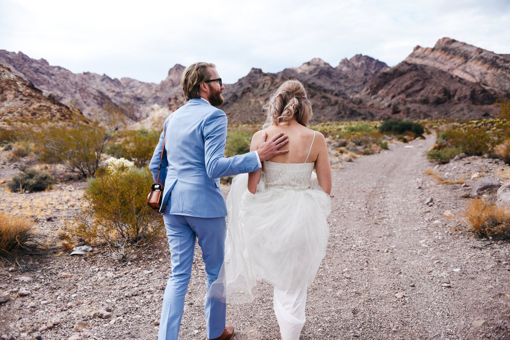 Las Vegas elopement flora pop desert wedding Photography By Ashley Marie-6.jpg
