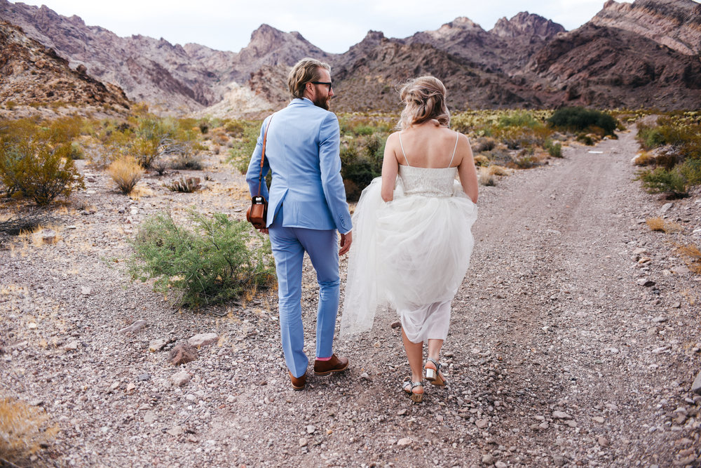 Las Vegas elopement flora pop desert wedding Photography By Ashley Marie-7.jpg