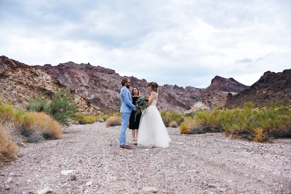 Las Vegas elopement flora pop desert wedding Photography By Ashley Marie-19.jpg
