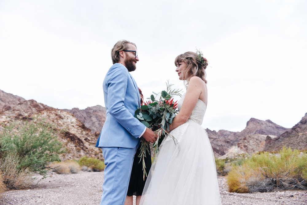 Las Vegas elopement flora pop desert wedding Photography By Ashley Marie-29.jpg