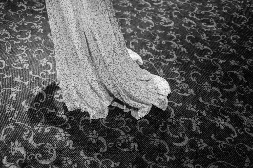 Black and White photo, Bride dress, getting ready photos,Las Vegas Country Club Wedding, Golf course wedding, Las Vegas Wedding, Lifestyle Photography, Sunset wedding, Fall wedding, Flora Pop Wedding,