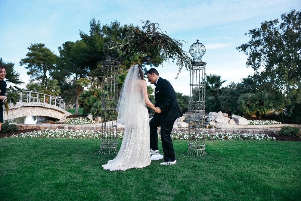 Las Vegas Country Club Wedding, Golf course wedding, Las Vegas Wedding, Lifestyle Photography, Sunset wedding, Fall wedding, Flora Pop Wedding,