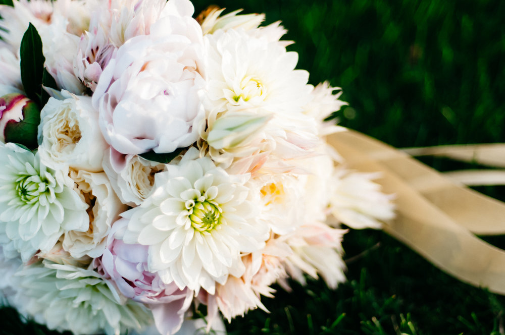 bouquet, wedding flowers, bride bouquet, Fall wedding, Newlyweds, bride and groom, Las Vegas Country Club Wedding, Golf course wedding, Las Vegas Wedding, Lifestyle Photography, Sunset wedding, Fall wedding, Flora Pop Wedding,