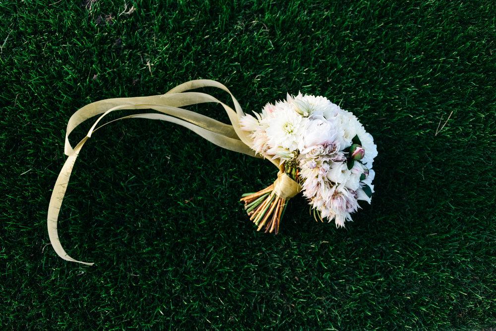 bouquet, wedding bouquet,Fall wedding, Newlyweds, bride and groom,Las Vegas Country Club Wedding, Golf course wedding, Las Vegas Wedding, Lifestyle Photography, Sunset wedding, Fall wedding, Flora Pop Wedding,