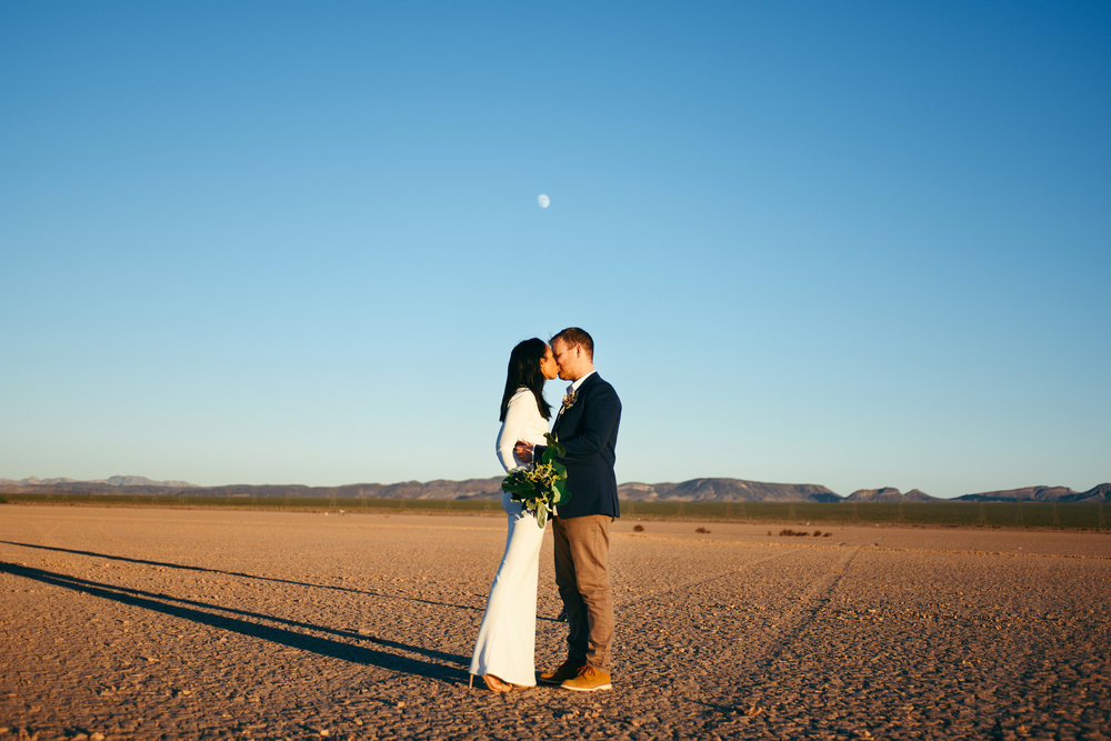 dry lake bed elopement, flora pop elopement, las vegas wedding, las vegas elopement, fall wedding, wedding details
