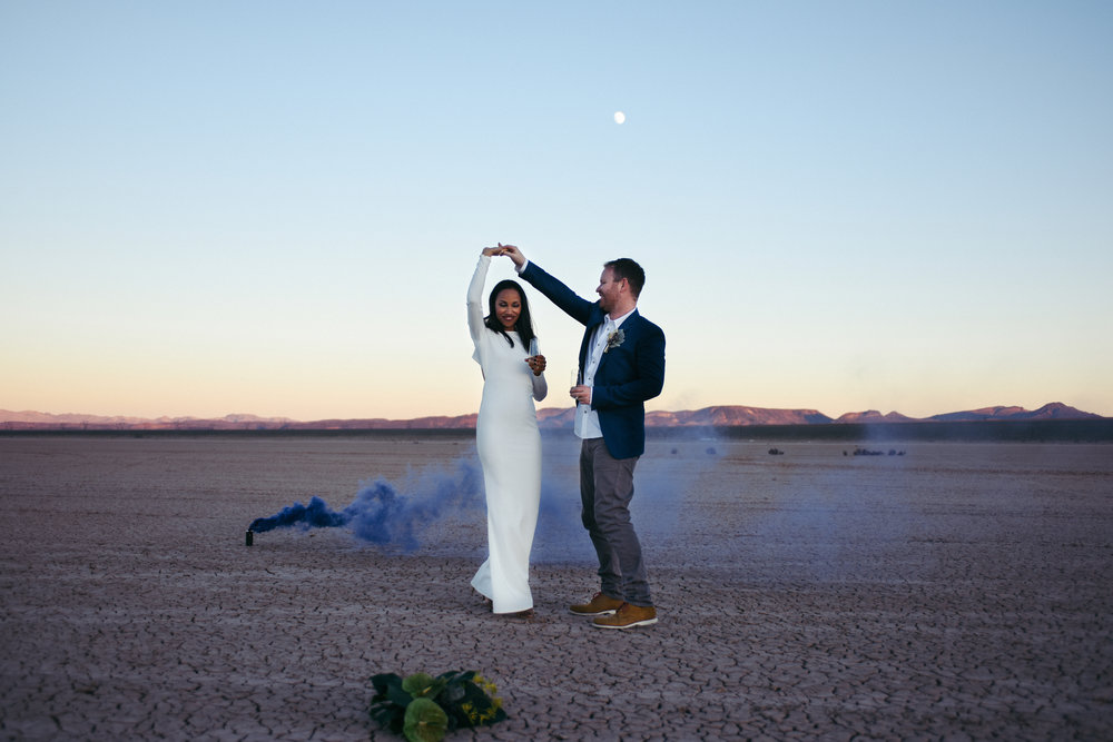 smoke bomb wedding, smoke bomb shoot, dry lake bed elopement, flora pop elopement, las vegas elopement, las vegas wedding, wedding flowers, bride