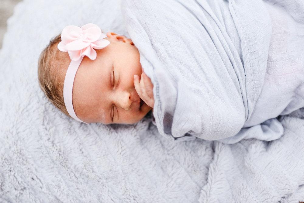 newborn photo shoot, newborn girl, beach photo shoot, newborn beach photo shoot, ashley marie myers
