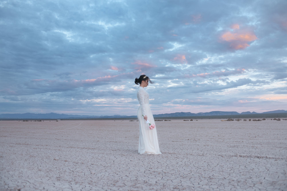 las vegas wedding, peachy keen unions, las vegas elopement, pop up wedding, las vegas, downtown las vegas, dry lake bed, dry lake bed wedding, asian wedding, wedding inspiration, las vegans wedding photographer