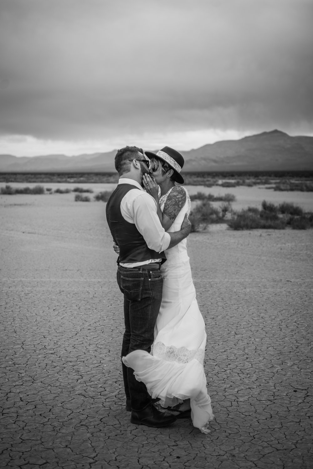 dry lake bed elopement peachy keen unions las vegas wedding tattoo shop photography by ashley marie-71 copy.jpg