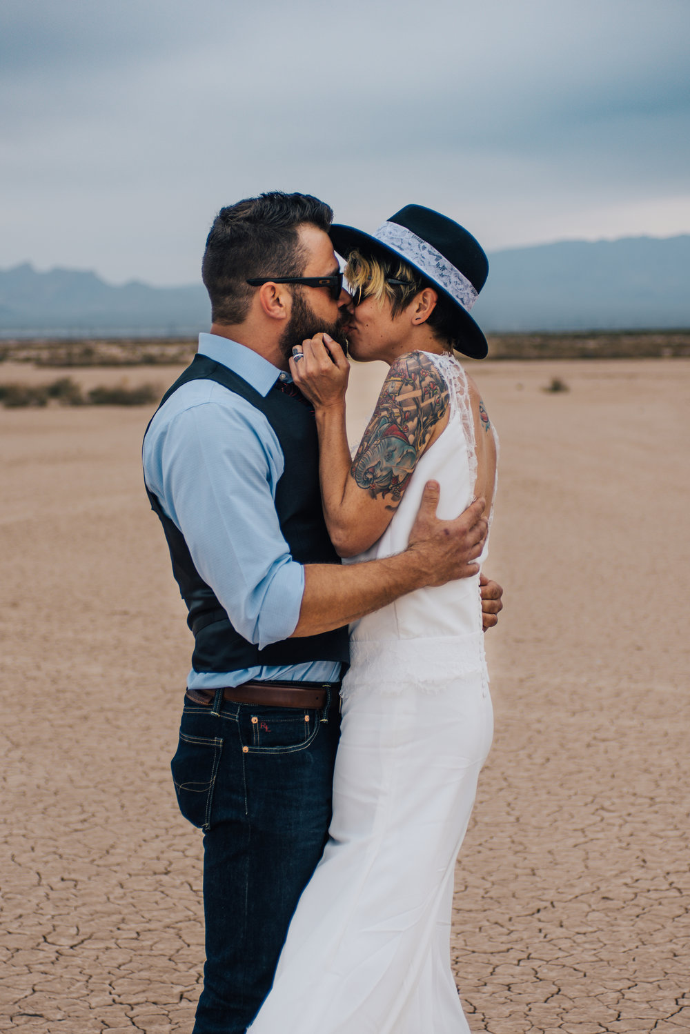 dry lake bed elopement peachy keen unions las vegas wedding tattoo shop photography by ashley marie-75 copy.jpg