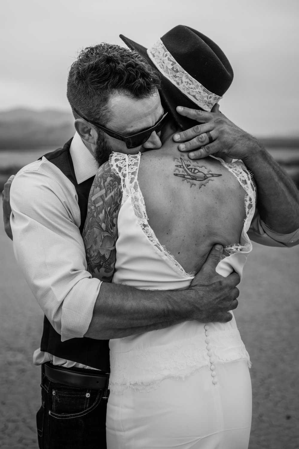 dry lake bed elopement peachy keen unions las vegas wedding tattoo shop photography by ashley marie-78 copy.jpg
