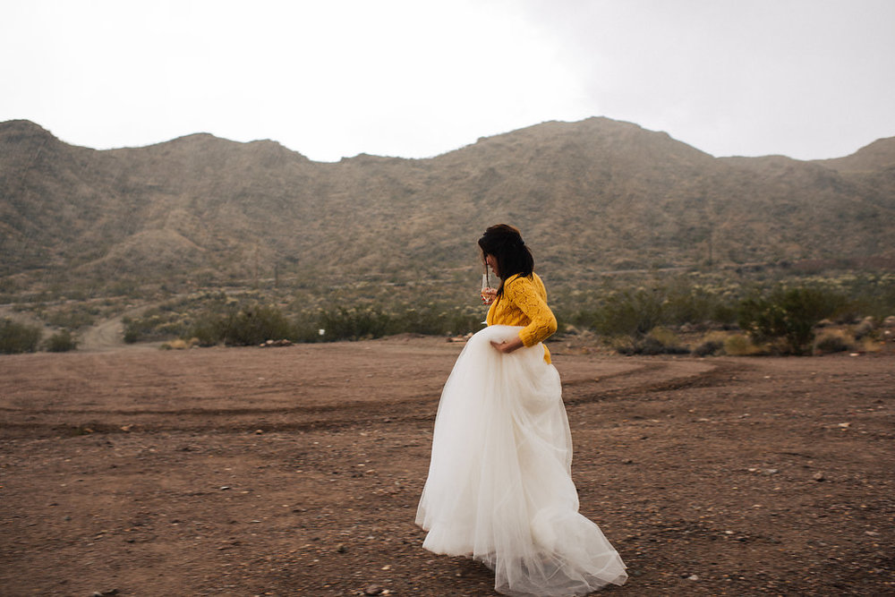 las vegas elopement, flora pop elopement, rainy day wedding, wedding, rainy day, wedding inspiration, desert elopement, lithuanian bride, military groom, las vegas elopement,
