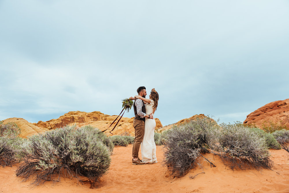 valley of fire, boho elopement, boho wedding, bohemian wedding, boho bride, bohemian bride, las vegas wedding, valley of fire elopement, las vegas wedding, boho style, bohemian