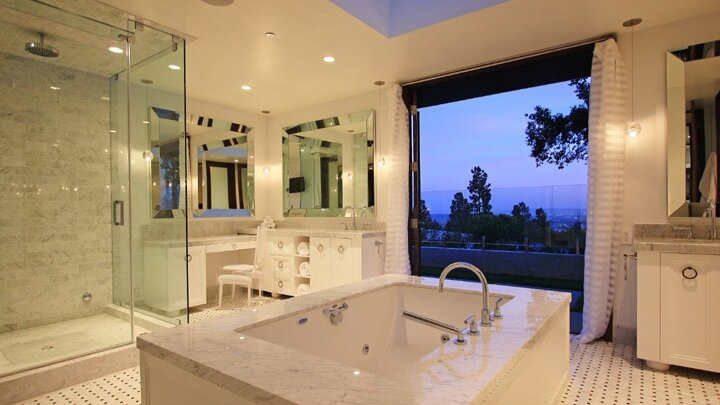 Berchtold_Harris_Luxury_Modern_White_Marble_Bathroom.jpg