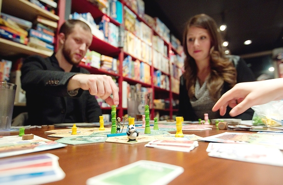 http://www.montrealgazette.com/life/VIDEO+your+move+Board+games+back/9396540/story.html