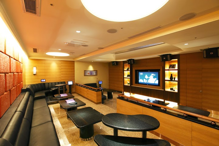 Depending on which chain/location you visit, the KTV rooms can be pretty fancy! This one looks like it's for a HUGE group and it's at a New CB Party chain (unknown location).   [Photo from City 543]