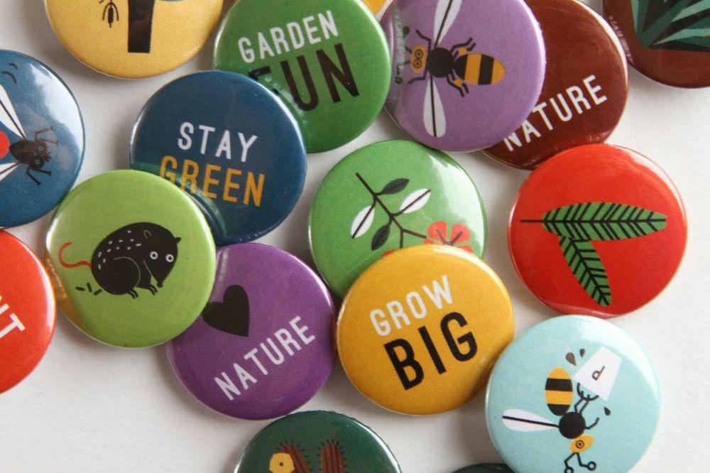 hannah+holly-illustration-theweirdandwonderfulworldofplants-cambridgeuniversitybotanicgarden-summer-trails-plants-facts-guides-badges.jpg
