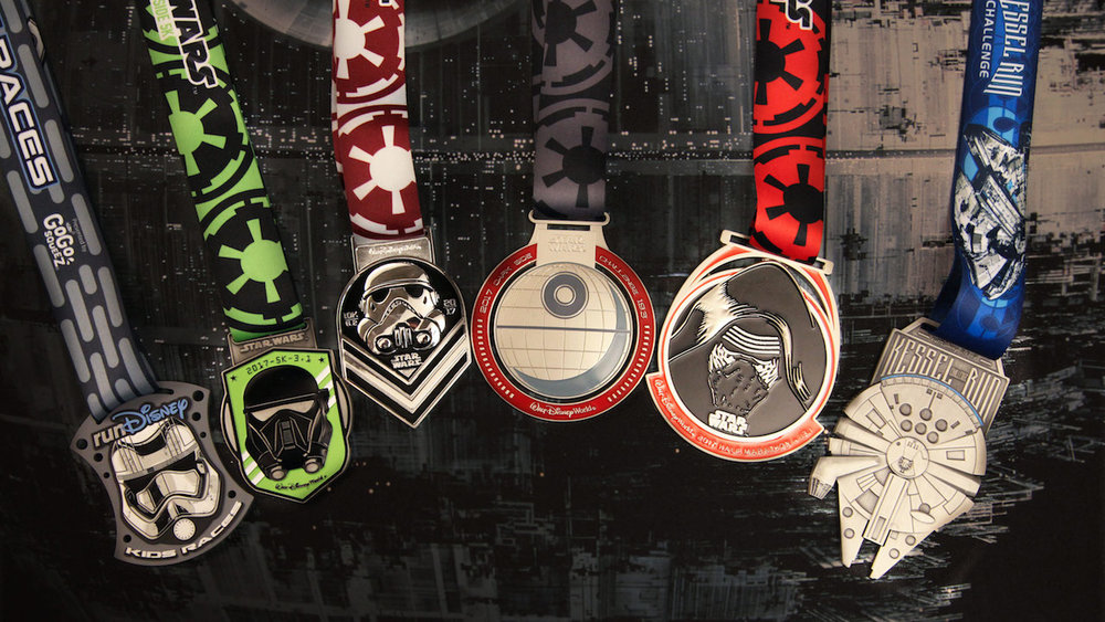 Recently revealed, the 2017   run  Disney   Star Wars   Half Marathon – The Dark Side at   Walt Disney World Resort   medals.