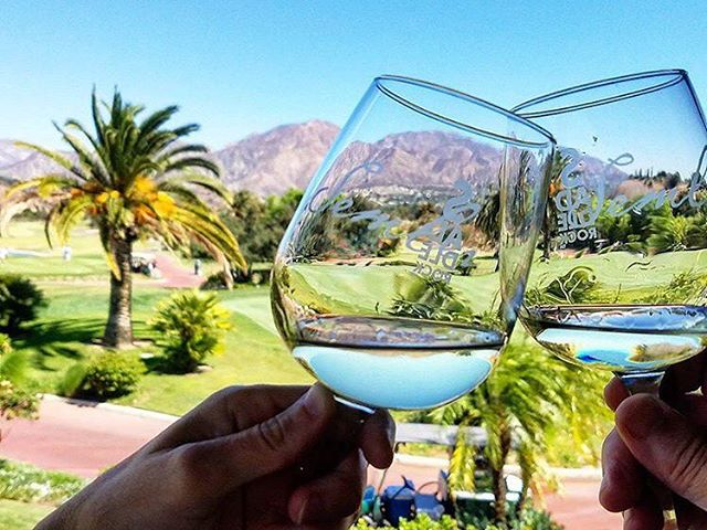 Cheers to the weekend! . . Come out and join us @angelesnationalgolfclub  for some wine and great times! . . Photo:: @moredesh . . #losangeles #sunland #wine #sunday #sundayfunday #cheers #daddysgirl #golf
