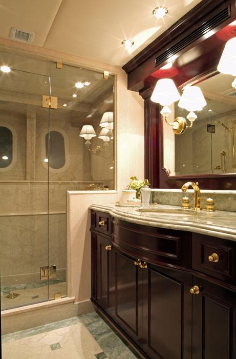 Trinity Yachts Lady Linda Guest Bath.jpg