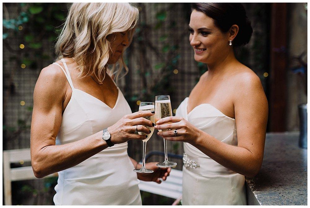 shannon-ruth-viva-talulas-garden-wedding-viva-love-philadelphia-photographer-philly-elopement-_0110.jpg