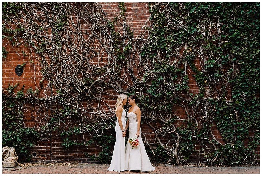 shannon-ruth-viva-talulas-garden-wedding-viva-love-philadelphia-photographer-philly-elopement-_0108.jpg