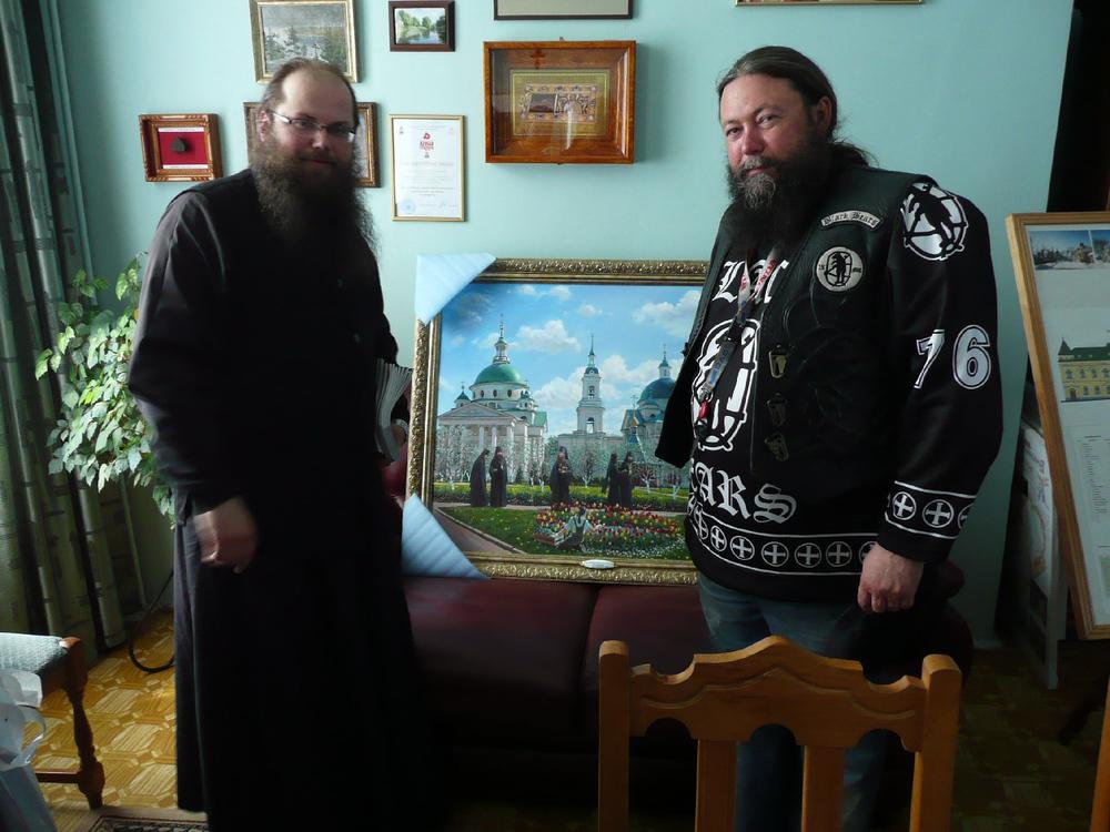 Abt Ioann und Erzpriester Georgi im Spaso-Jakowlewskij-Kloster.jpg