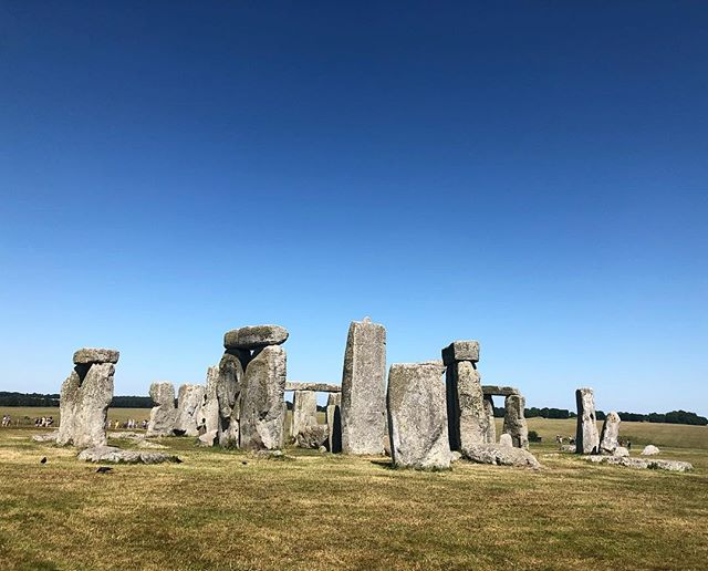It is actually a lot smaller than I thought it would be in real life 🌑 #stonehenge #englishheritage #druidsusedtousethis #earthancients #стоунхендж #древниймир #англия