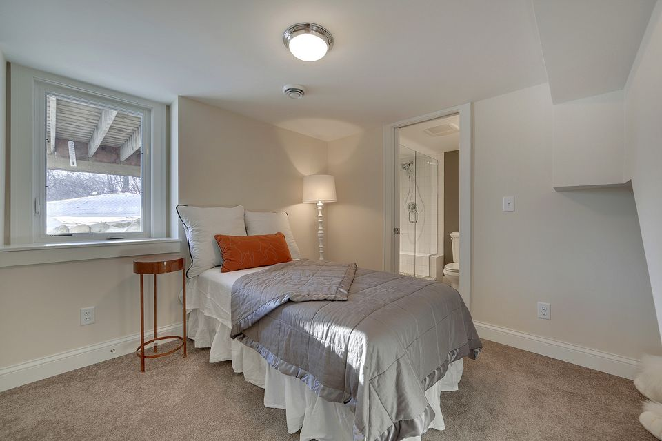 5330 Basement Bedroom 1.jpg