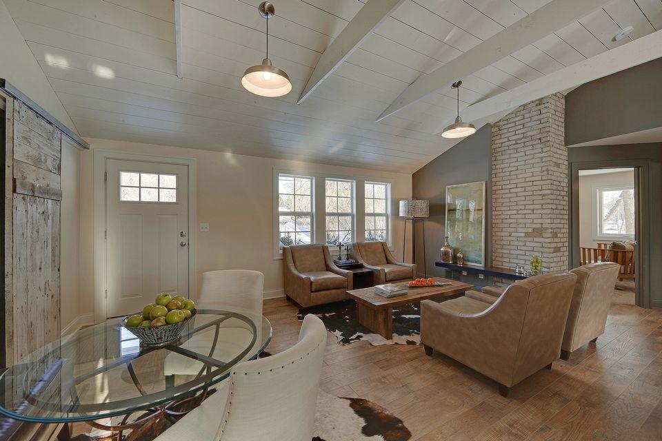 5330 Living Room.jpg