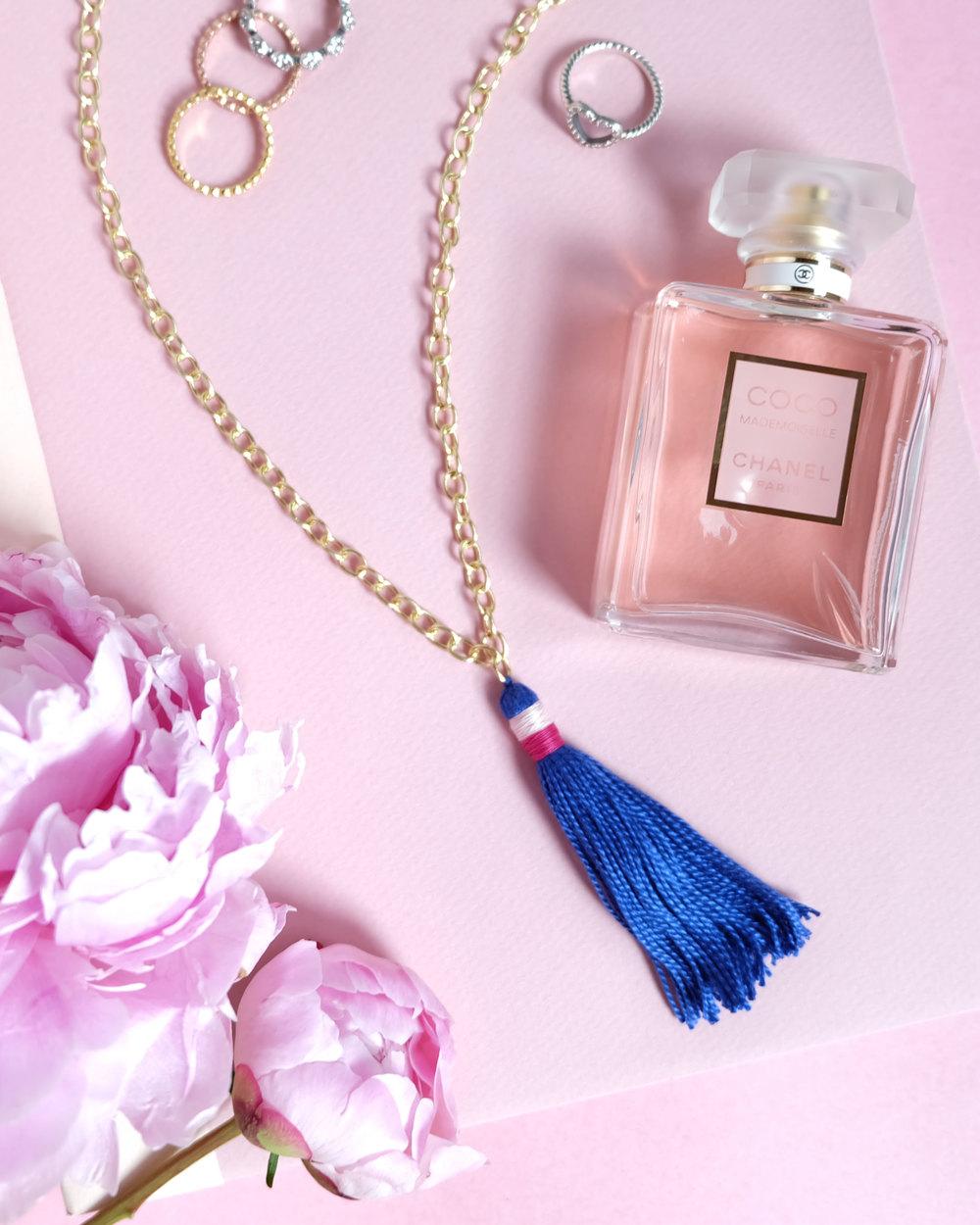 Easy & Inexpensive DIY Tassel Necklace, Summer Jewelry Trends 2016, DIY on www.me-and-mrjones.com!