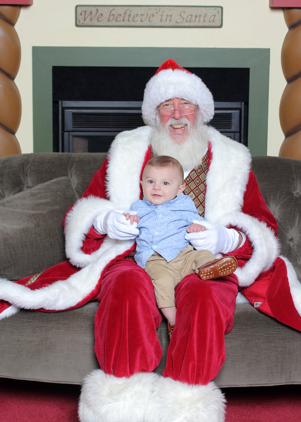 Tips for Santa photos with an infant baby.