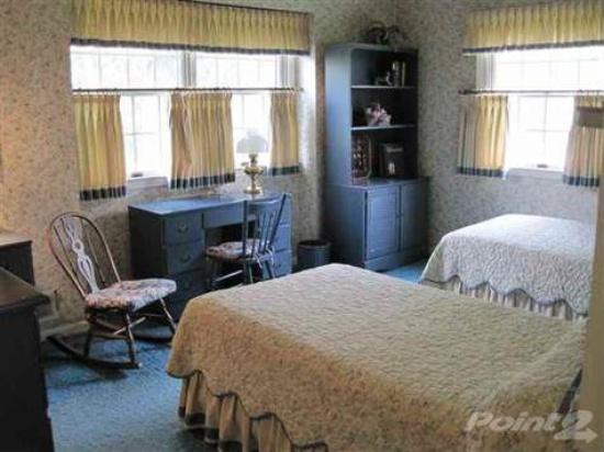Guest Room-1.jpg