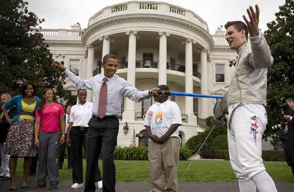 gal.obama.fencing.gi.jpg