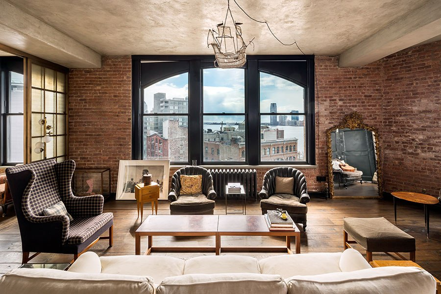 item0.rendition.slideshowHorizontal.kirsten-dunst-soho-apartment-01-living-room