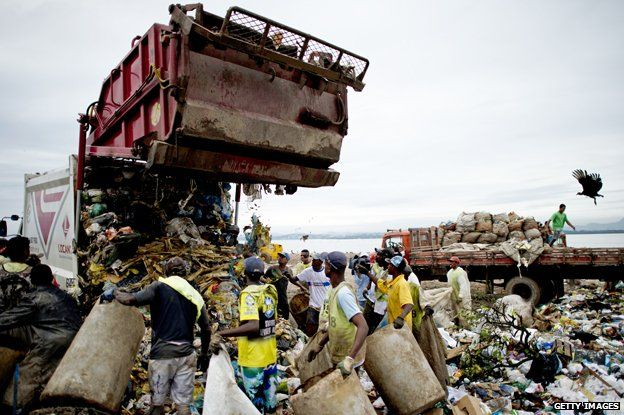 Catadores at Jardim Gramacho wait to collect trash from a dump truck
