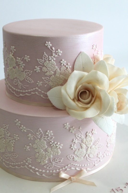 40-lace-wedding-cake-ideas-18.jpg
