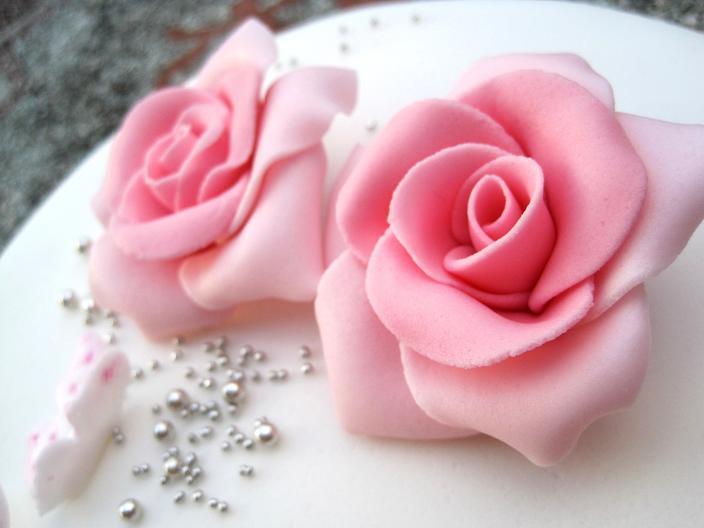 fondant pink roses.JPG
