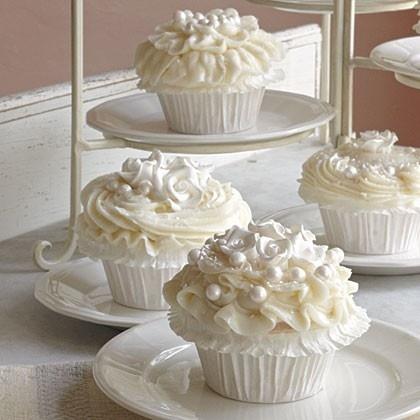 Pearl-White-Cupcakes.jpg