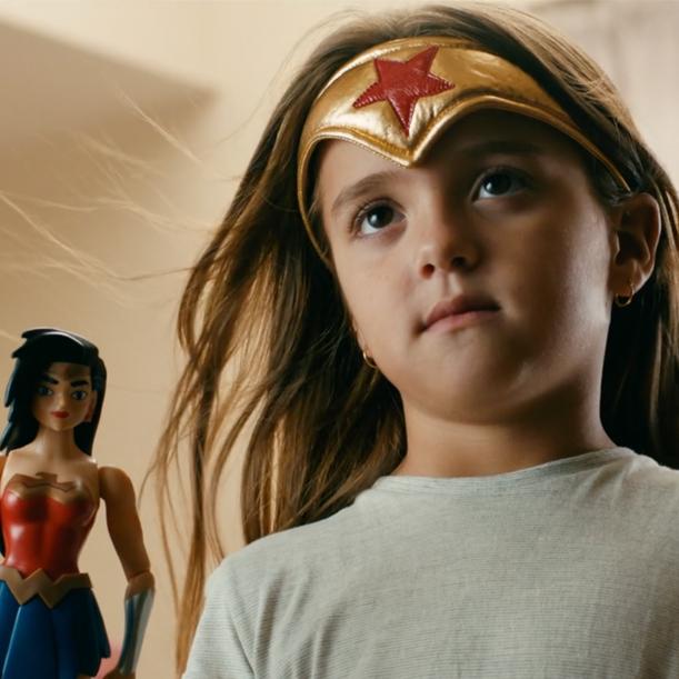 MATTEL JUSTICE LEAGUE   Mattel buscaba sentir a los niños como super héroes, así que en este spot los hicimos los protagonistas, para que así se sintieran que eran parte de Avengers.  1 Cineminuto