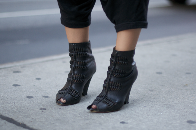 Jia+Jia+Broadway+An+Unknown+Quantity+New+York+Fashion+Street+Style+Blog3.png