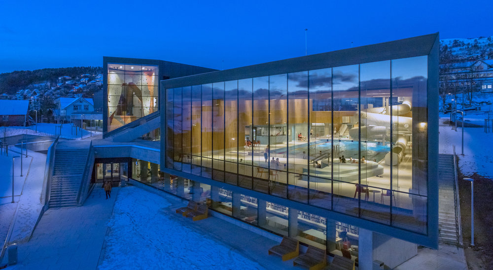Ulstein Arena blå time.jpg