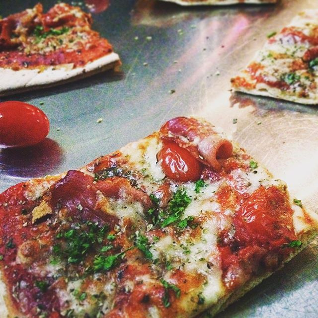 New in Anna22! Artesan pizza slices now for sale 😋 I know you want one 😏 #anna22 #pizza #foodporn #helsinki
