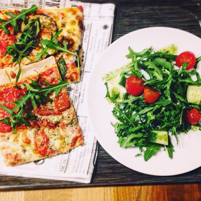Lunch time with artesan pizza 😛😋 #anna22 #pizza #artesan #helsinki #lounas #lunch