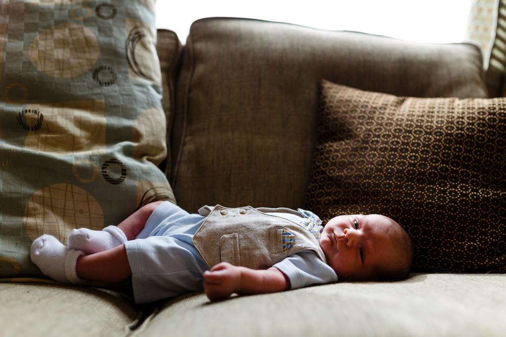Lifestyle newborn photographer in lafayette la