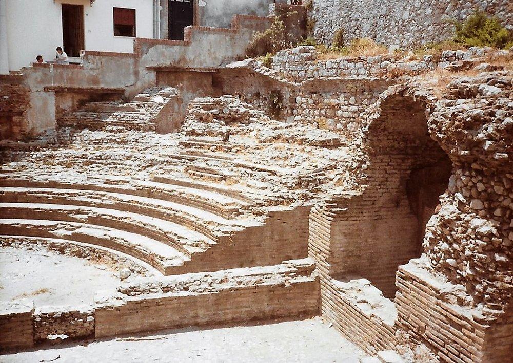 01_Amphitheater_Ruinen.jpg