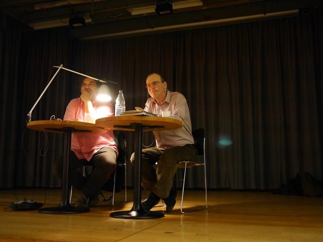 Autor Claude Weill (rechts im Bild) mit Vorleser Venus Madrid (Bild: zvg.)