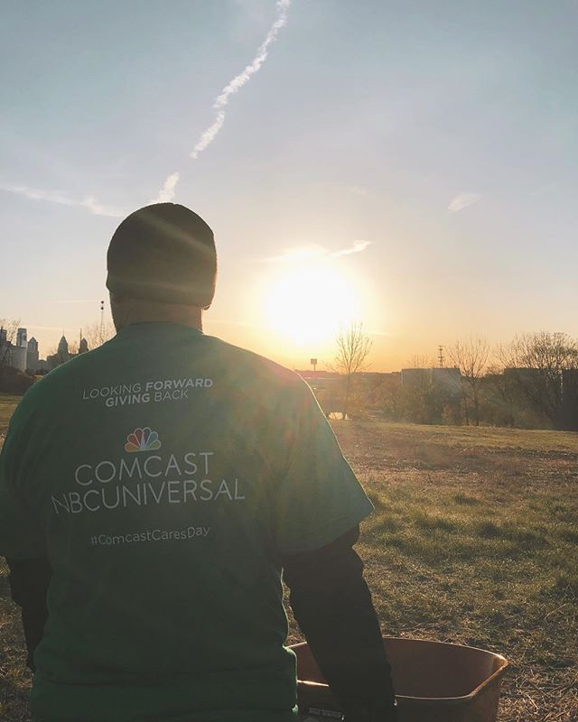 Great day working with our partners at @comcastuniversal @comcast for #comcastcaresday So much great work happening across the country today! Especially loved seeing the programs happening locally at @bartramsgarden . Excited to share this story #lookforwardgiveback #sankofafarm #ec2productions #eastcoastcreative #comcast #brandpartner #corporatevideo #production #productioncompany #philadelphia