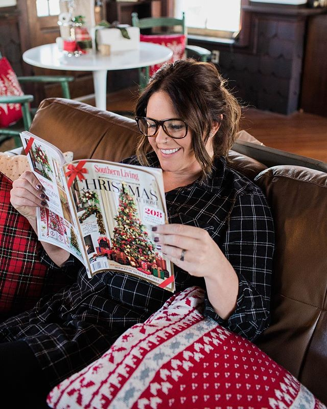 Ya know just kicking my feet up relaxing in a perfectly decorated Christmas home, reading an Xmas edition of  @southernlivingmag ... JKJK this pic is two years old, and staged after my @loweshomeimprovement Christmas makeover. In reality I've been sitting on my bed for the past 6 hours working on a presentation I have to give tomorrow morning (my only 2 work days of the break), eating cookies bc there's no time for dinner, and watching whatever movies come on the tv bc I don't know where the remote is... moral of the story- I lead a glamorous life. Cookies in bed are a legit dinner between Xmas and New Years, and the magician movies with the 4 Horsemen are fairly entertaining while working. What are you guys up to? Off all week or working a bit like me? . . . . #eastcoastcreative #christmas2018 #workhardplayharder #cookiesinbed #christmasdecor #girlboss #ceolife #werkwerkwerk #christmasvacation